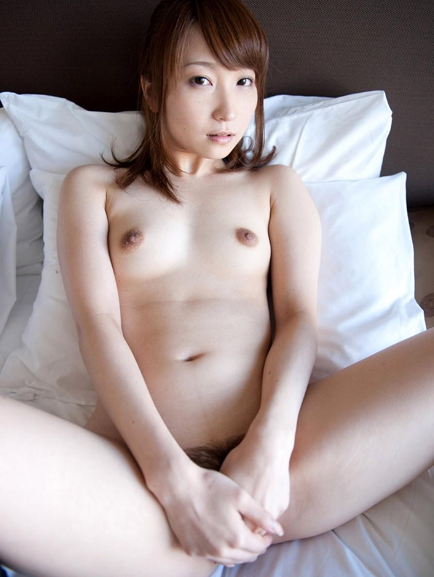 【ヌード画像】小細工は一切いらない全裸のギャラリー 06