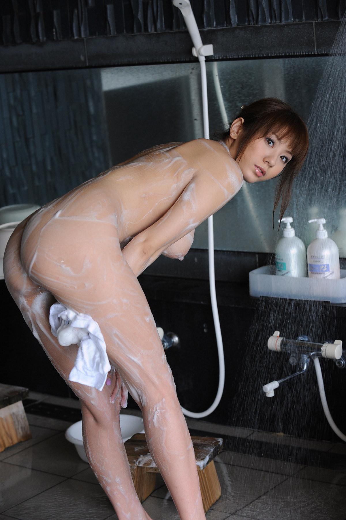 【入浴中な画像】画面に息吹いたら負けwww泡まみれな女体のギャラリー 14