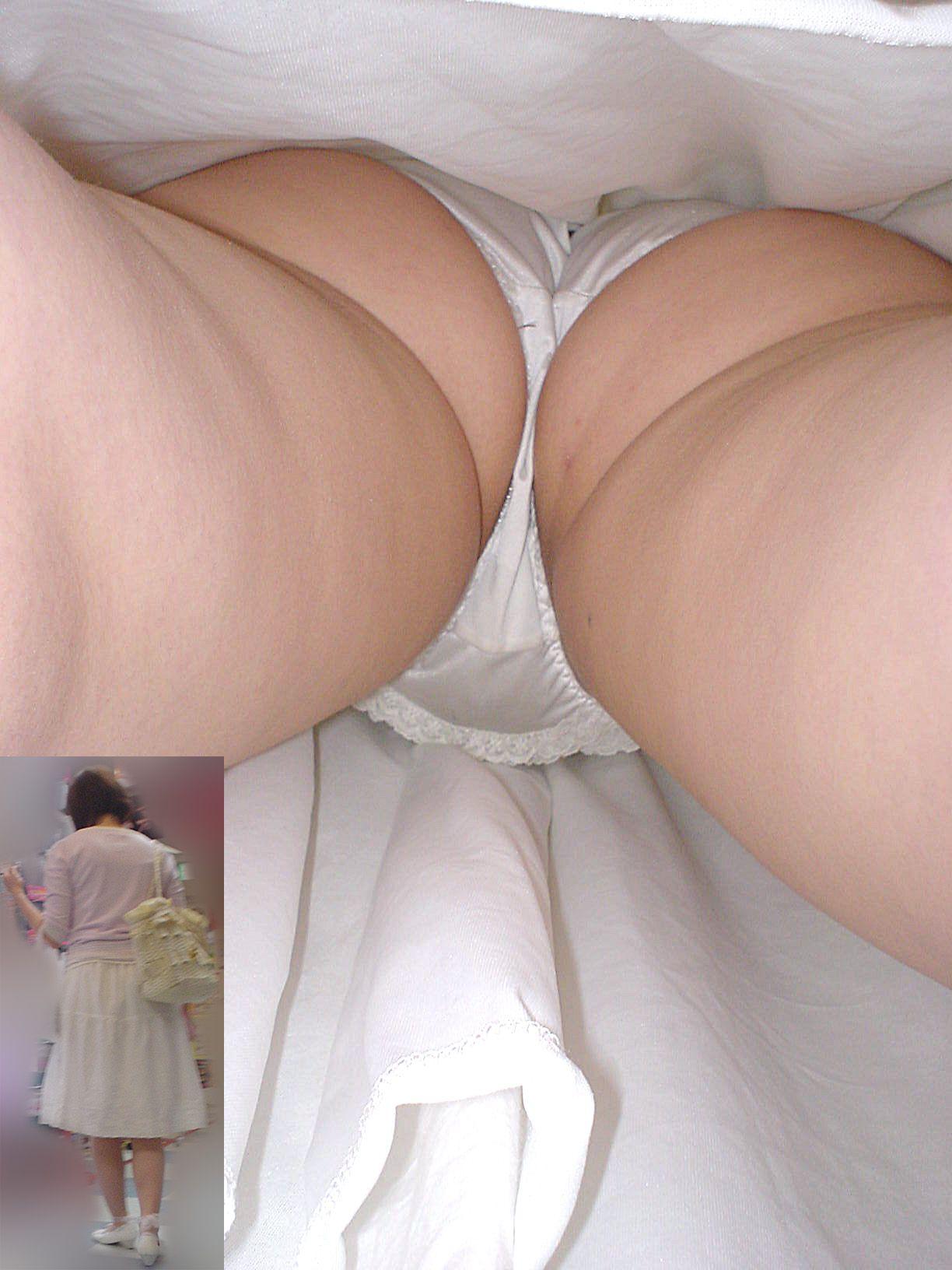 【逆さ撮りパンチラ】ロングスカートを逆さ撮り攻略! 07