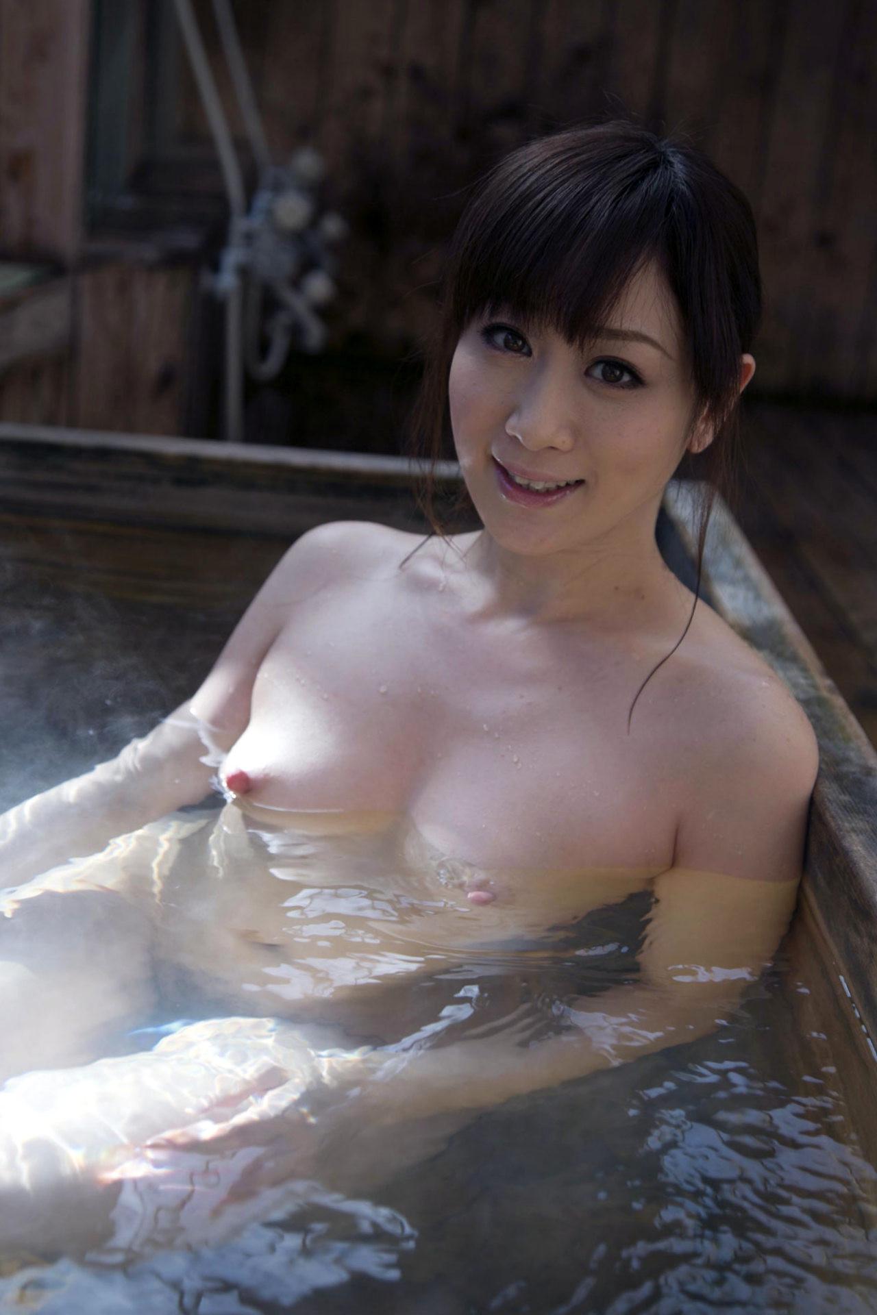 【入浴ヌード画像】湯船でまどろむ悩ましい女体のギャラリー 01