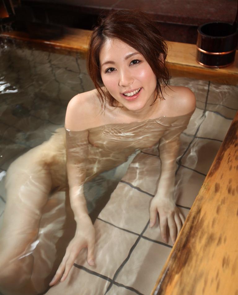 【入浴ヌード画像】湯船でまどろむ悩ましい女体のギャラリー 15