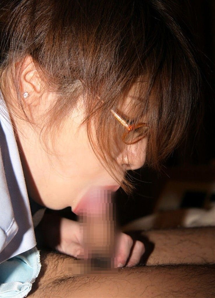 【眼鏡フェラ画像】めがねが似合う女の子が一生懸命フェラチオwww 04