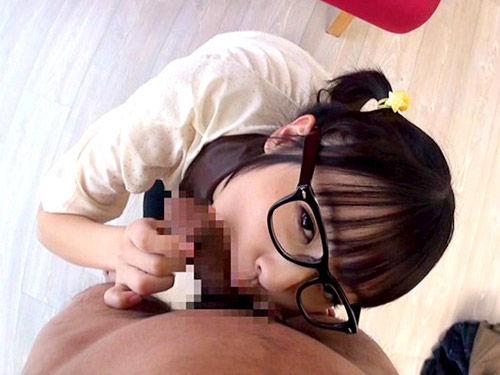 【眼鏡フェラ画像】めがねが似合う女の子が一生懸命フェラチオwww 07