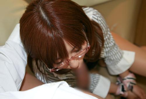 【眼鏡フェラ画像】めがねが似合う女の子が一生懸命フェラチオwww 21