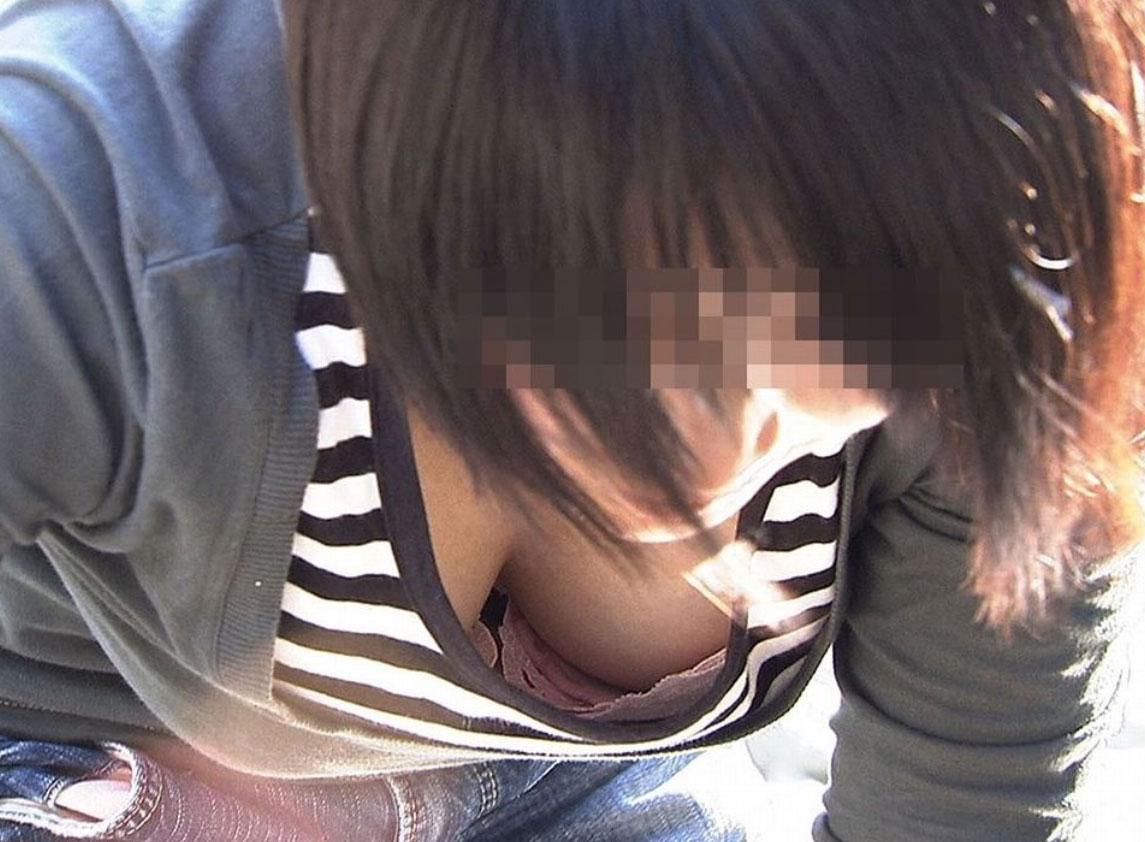 【素人胸チラ画像】推定Eカップ以上に狙いを定めた街撮り胸チラ 18