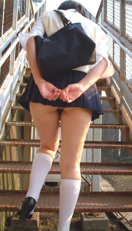 【パンチラ隠し撮り】階段の上にミニスカ…そりゃ見上げてしまいますwww 03