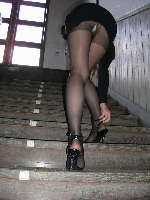 【パンチラ隠し撮り】階段の上にミニスカ…そりゃ見上げてしまいますwww 09