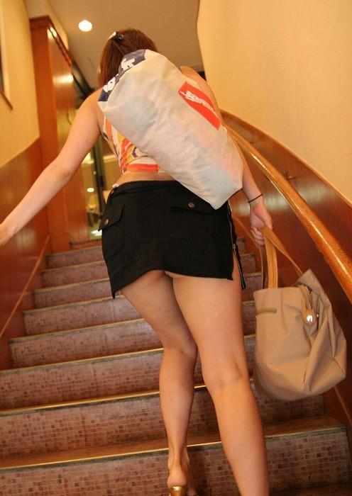 【パンチラ隠し撮り】階段の上にミニスカ…そりゃ見上げてしまいますwww 11