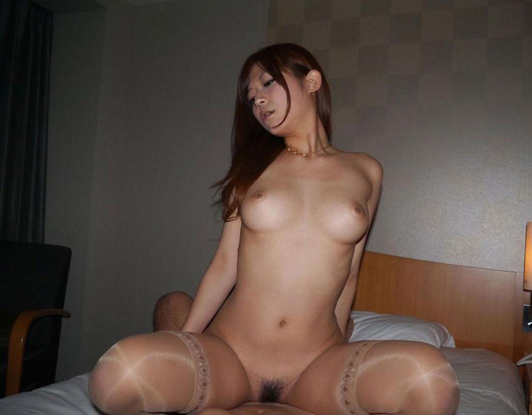 【セックス画像】女が気持ちよさそうな顔をしている騎乗位の画像 21