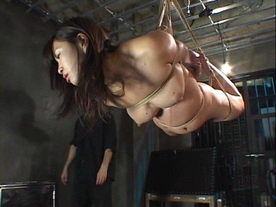 【SM緊縛画像】女性の苦しさが伝わってくる宙吊り系の緊縛ギャラリー 04