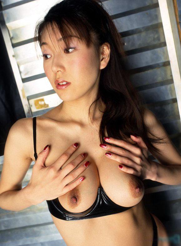 【下着フェチ画像】カップレスブラ着用した乳首の主張っぷりwww 16