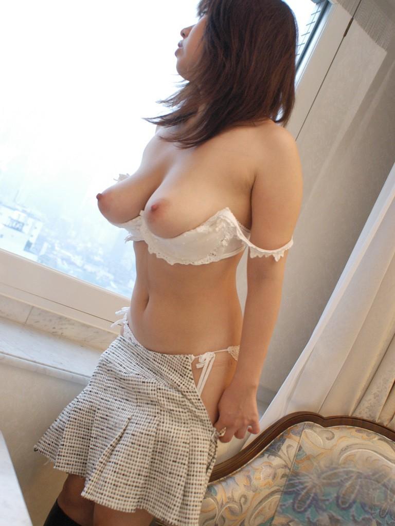 【下着フェチ画像】カップレスブラ着用した乳首の主張っぷりwww 19