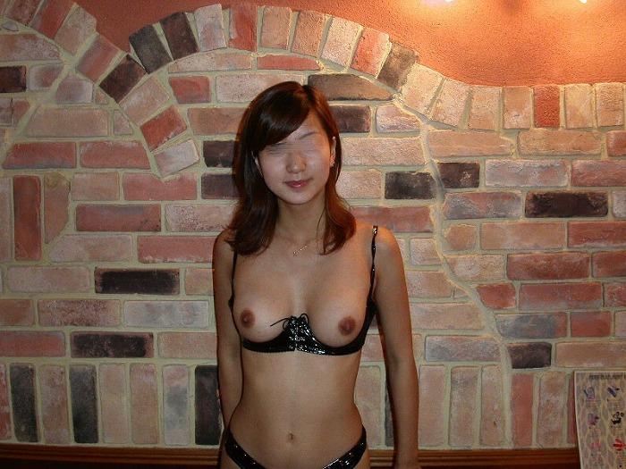 【下着フェチ画像】カップレスブラ着用した乳首の主張っぷりwww 21