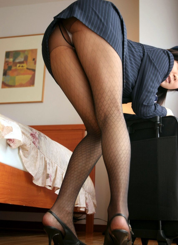 【パンチラ画像】何気なく覗いたスカートの奥がTバックだった時の感動は異常www 05