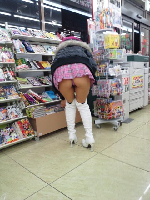 【パンチラ画像】何気なく覗いたスカートの奥がTバックだった時の感動は異常www 11