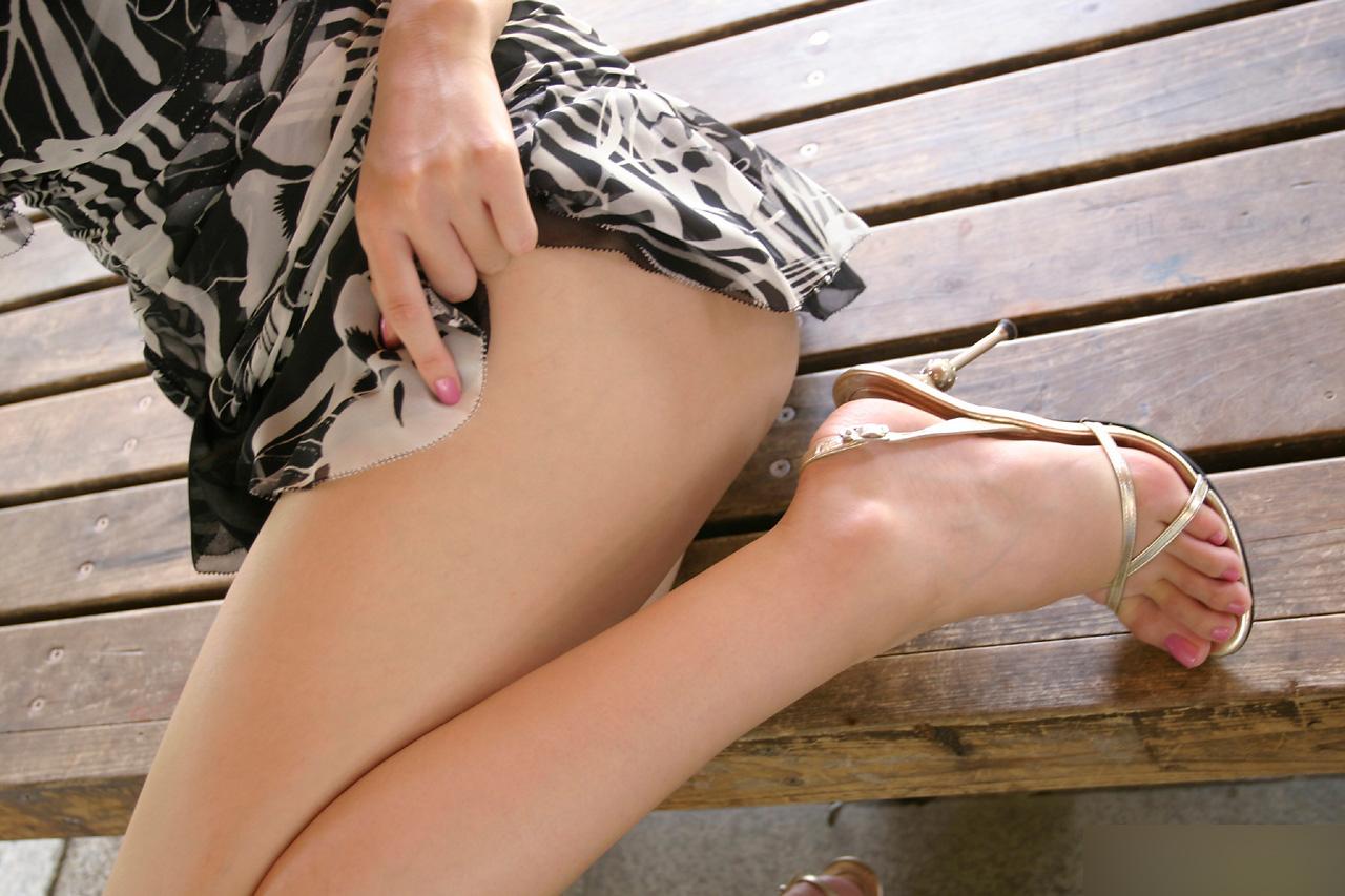 【美脚画像】頬ずりしたくなるwww女の艶っぽい生脚ギャラリー 04