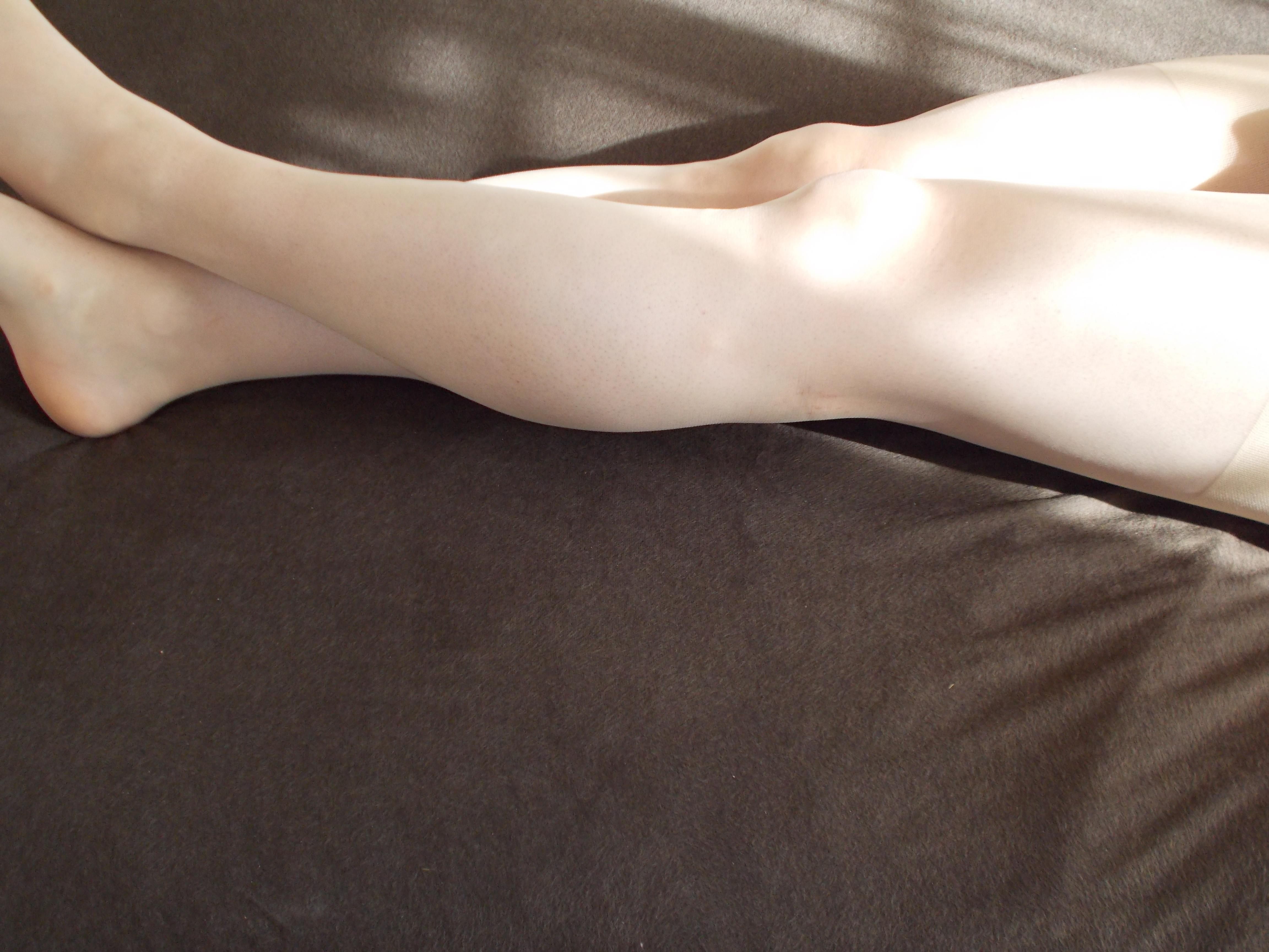 【美脚画像】頬ずりしたくなるwww女の艶っぽい生脚ギャラリー 16