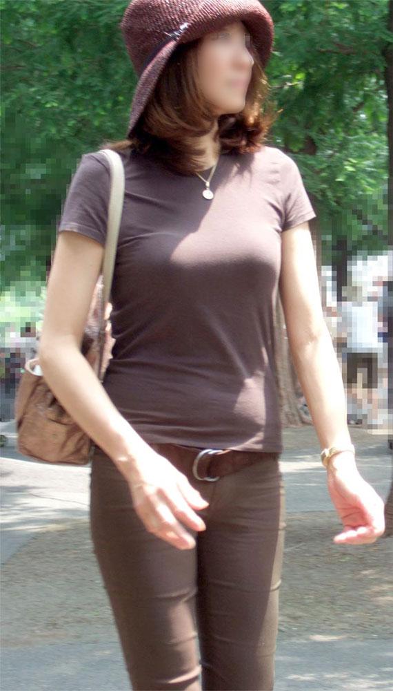 【街撮り画像】街で見つけた無防備そうなママさんの姿に萌える 04