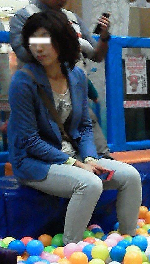 【街撮り画像】街で見つけた無防備そうなママさんの姿に萌える 16