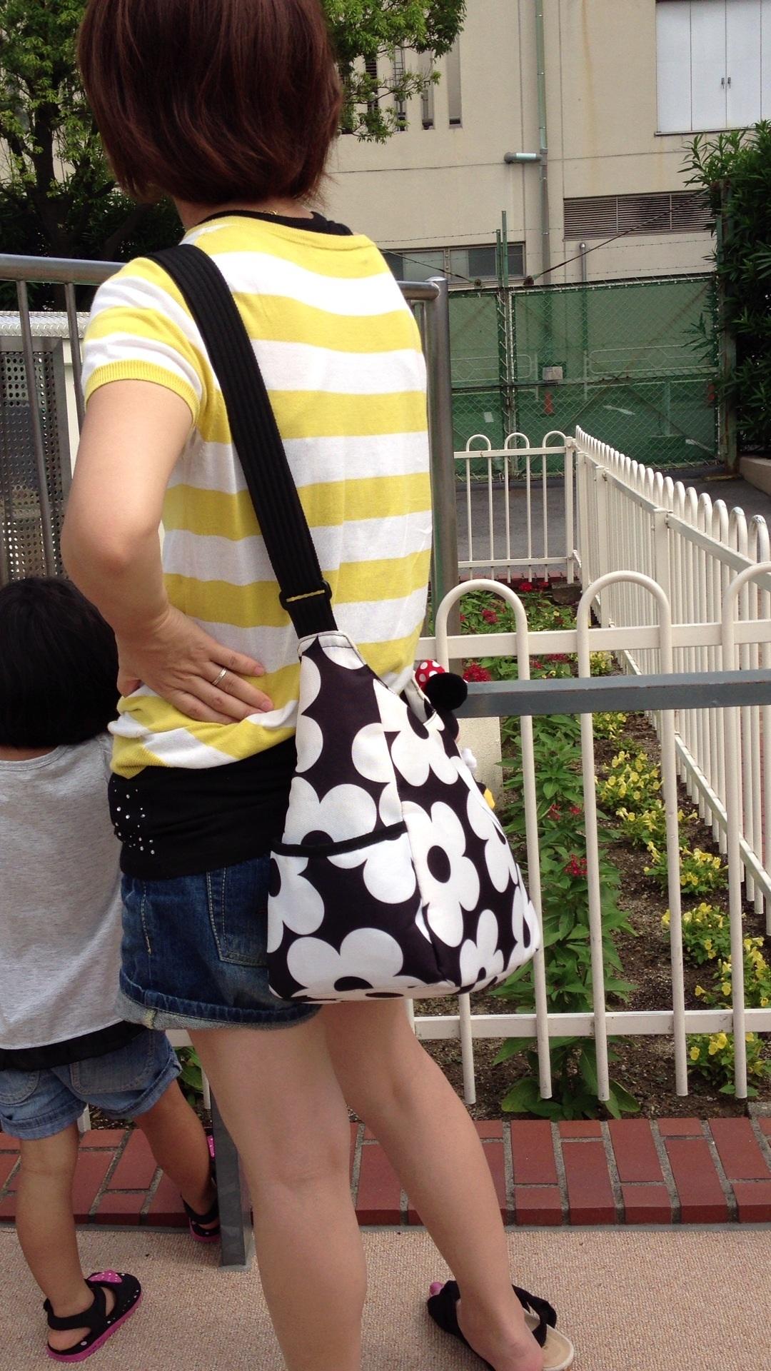 【街撮り画像】街で見つけた無防備そうなママさんの姿に萌える 18