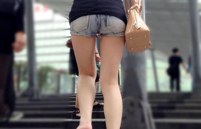 【街撮り素人画像】穏やかな地方で見つけたパンスト要らずの生美脚たち