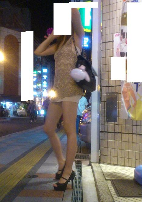 【街撮り素人画像】穏やかな地方で見つけたパンスト要らずの生美脚たち 03