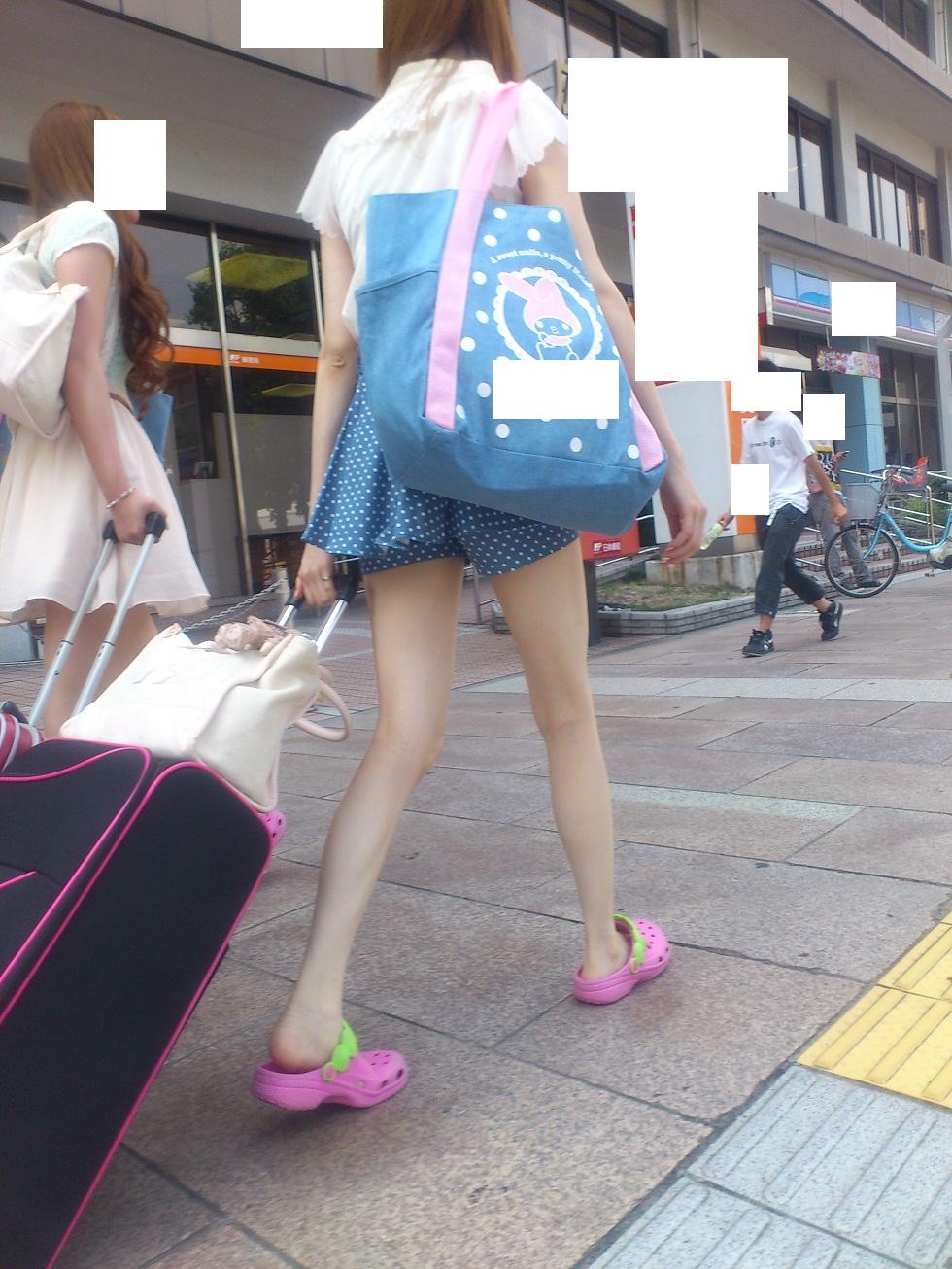 【街撮り素人画像】穏やかな地方で見つけたパンスト要らずの生美脚たち 05