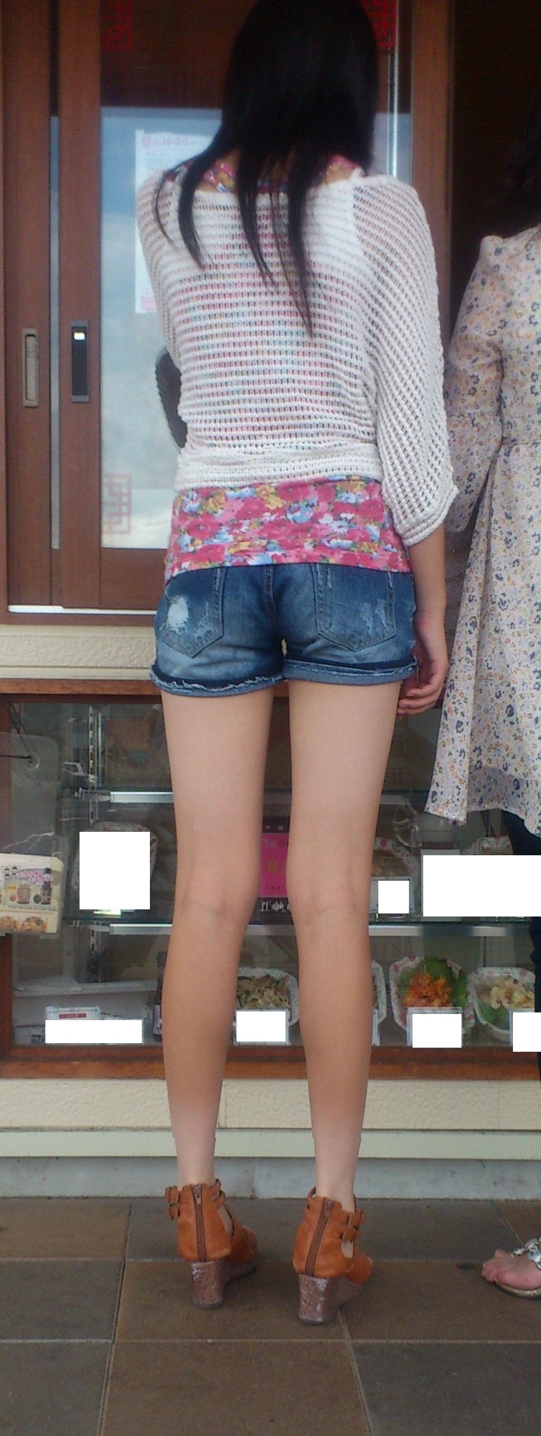 【街撮り素人画像】穏やかな地方で見つけたパンスト要らずの生美脚たち 06