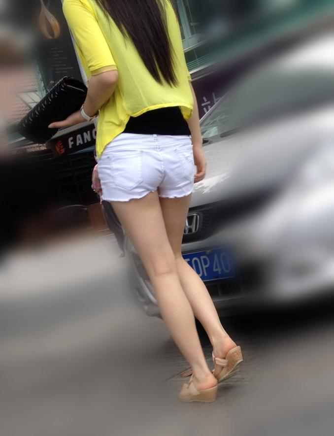 【街撮り素人画像】穏やかな地方で見つけたパンスト要らずの生美脚たち 08