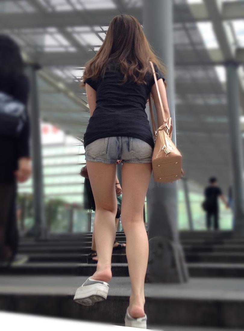 【街撮り素人画像】穏やかな地方で見つけたパンスト要らずの生美脚たち 09