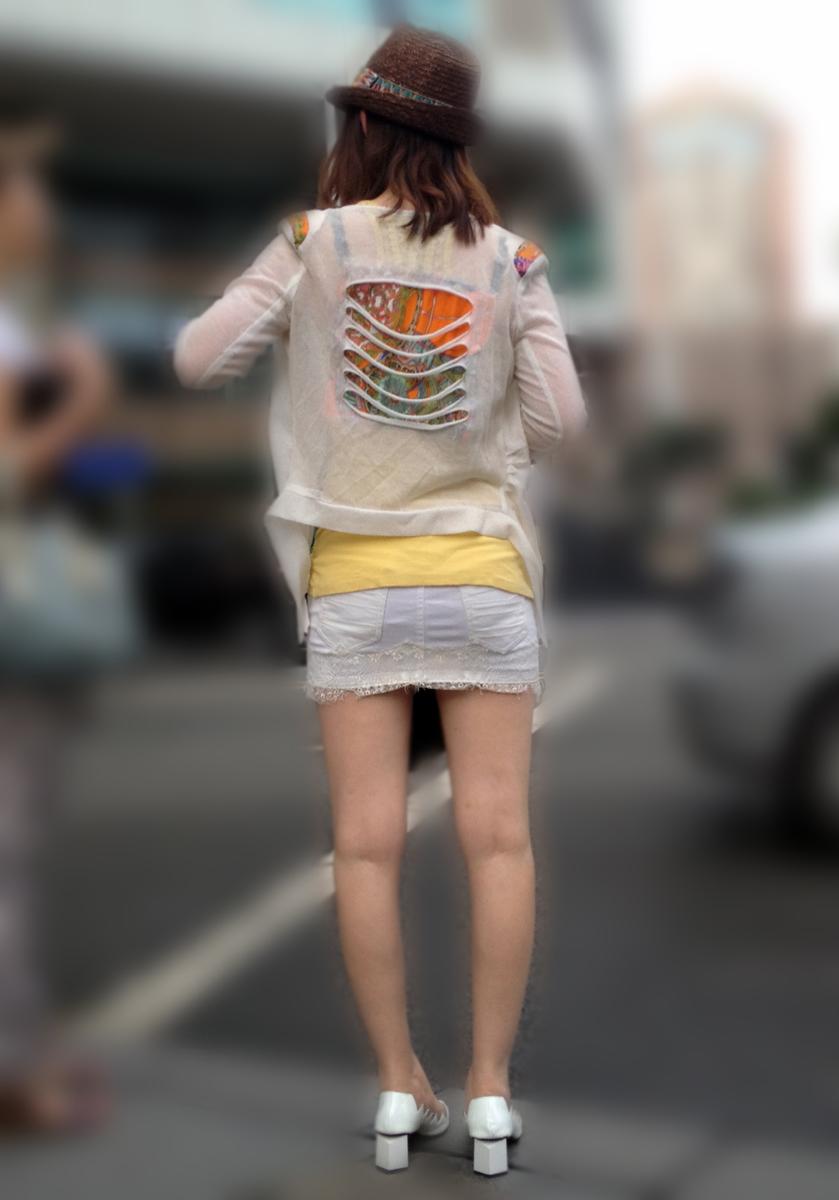 【街撮り素人画像】穏やかな地方で見つけたパンスト要らずの生美脚たち 10