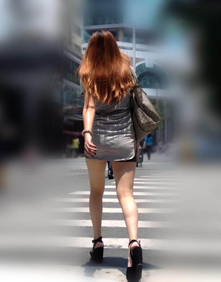 【街撮り素人画像】穏やかな地方で見つけたパンスト要らずの生美脚たち 12