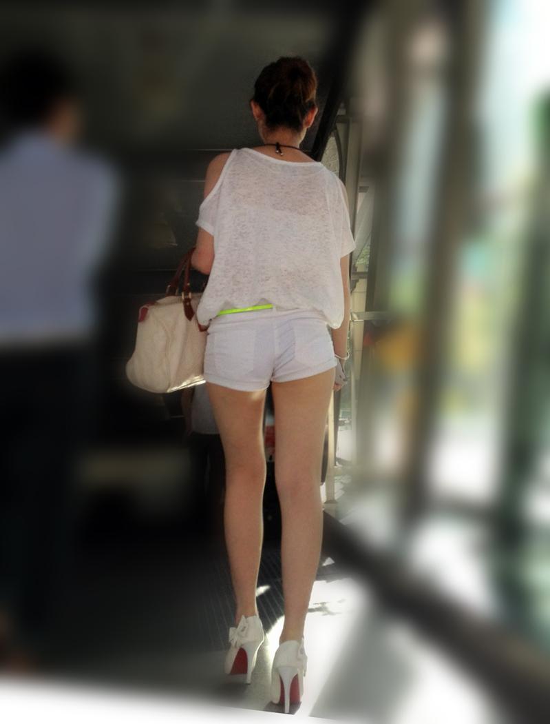 【街撮り素人画像】穏やかな地方で見つけたパンスト要らずの生美脚たち 16