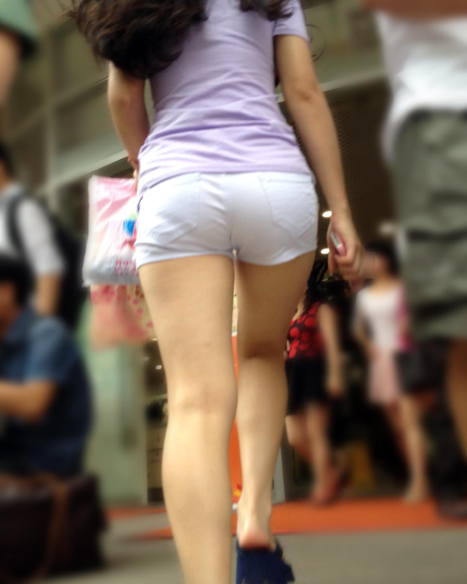 【街撮り素人画像】穏やかな地方で見つけたパンスト要らずの生美脚たち 19