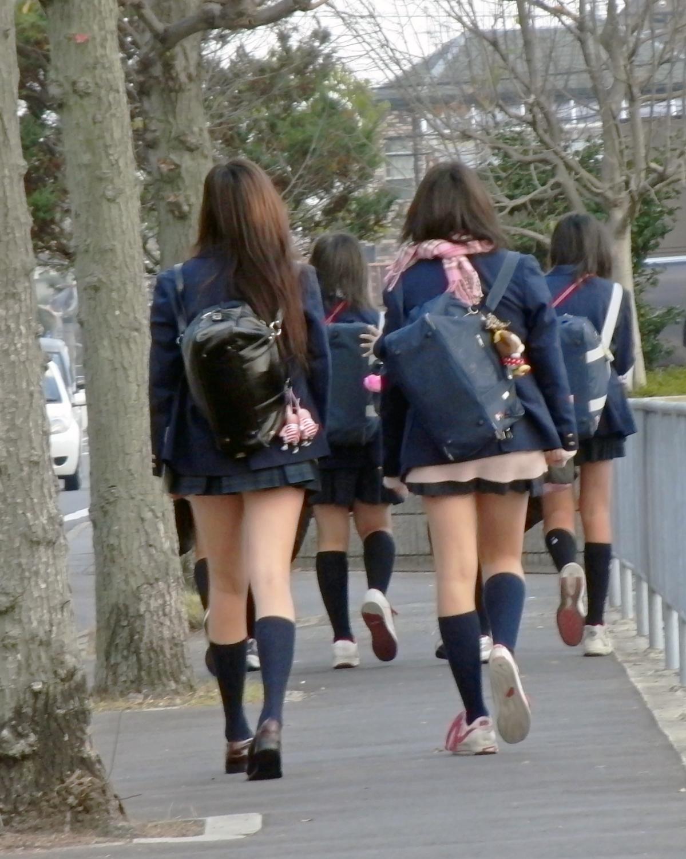 【ミニスカJK画像】最近のJKスカート短すぎワロタwwなのに全く見えないからクソワロタwww 02
