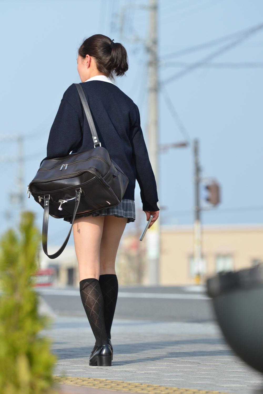 【ミニスカJK画像】最近のJKスカート短すぎワロタwwなのに全く見えないからクソワロタwww 10