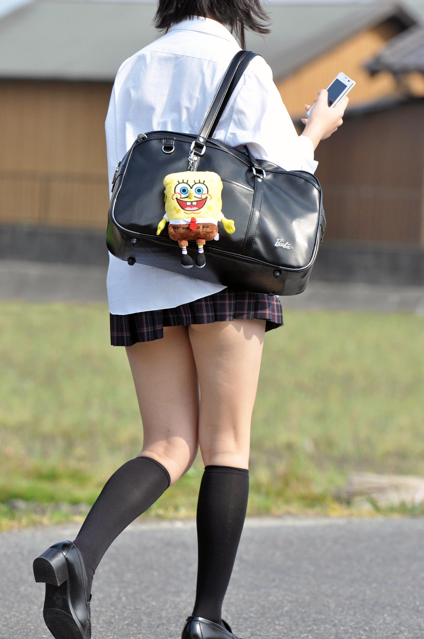 【ミニスカJK画像】最近のJKスカート短すぎワロタwwなのに全く見えないからクソワロタwww 14