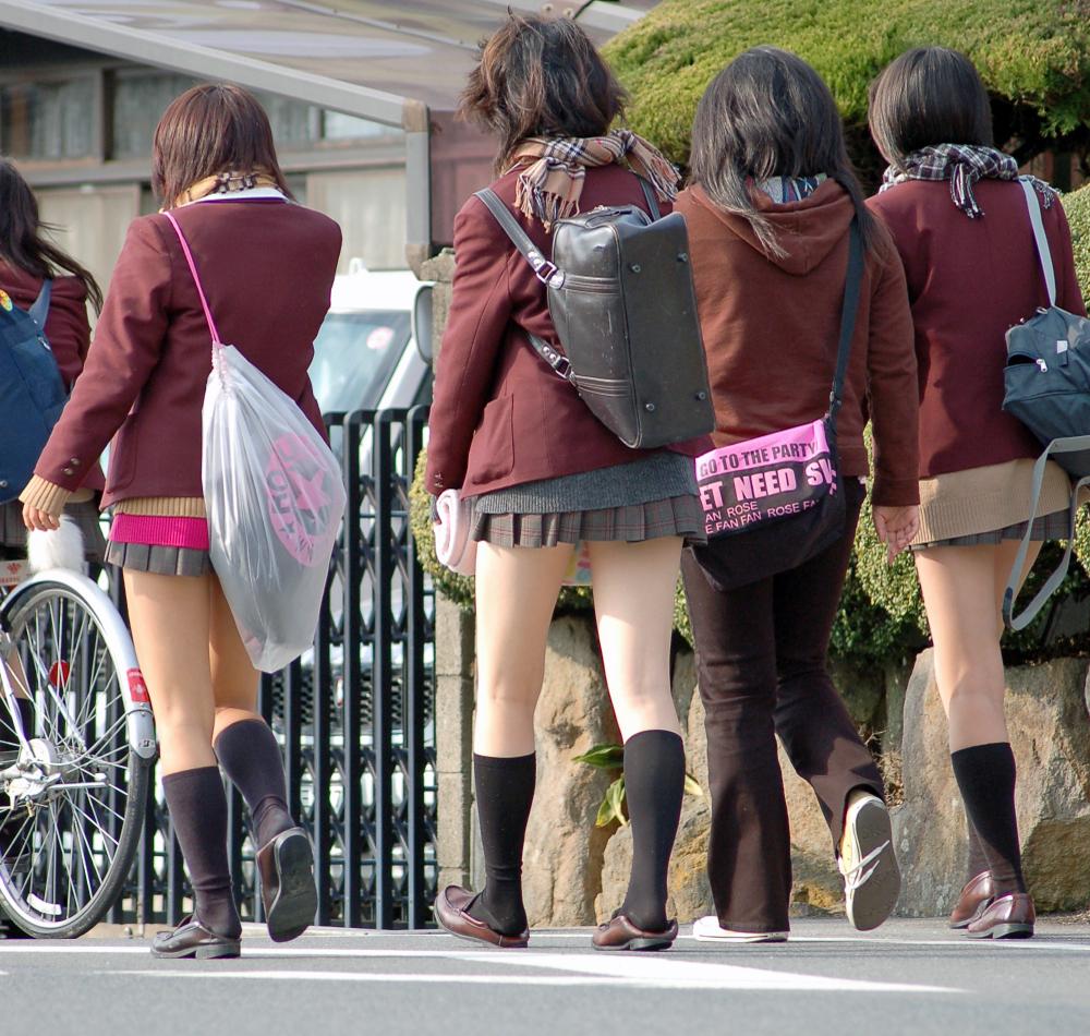 【ミニスカJK画像】最近のJKスカート短すぎワロタwwなのに全く見えないからクソワロタwww 21