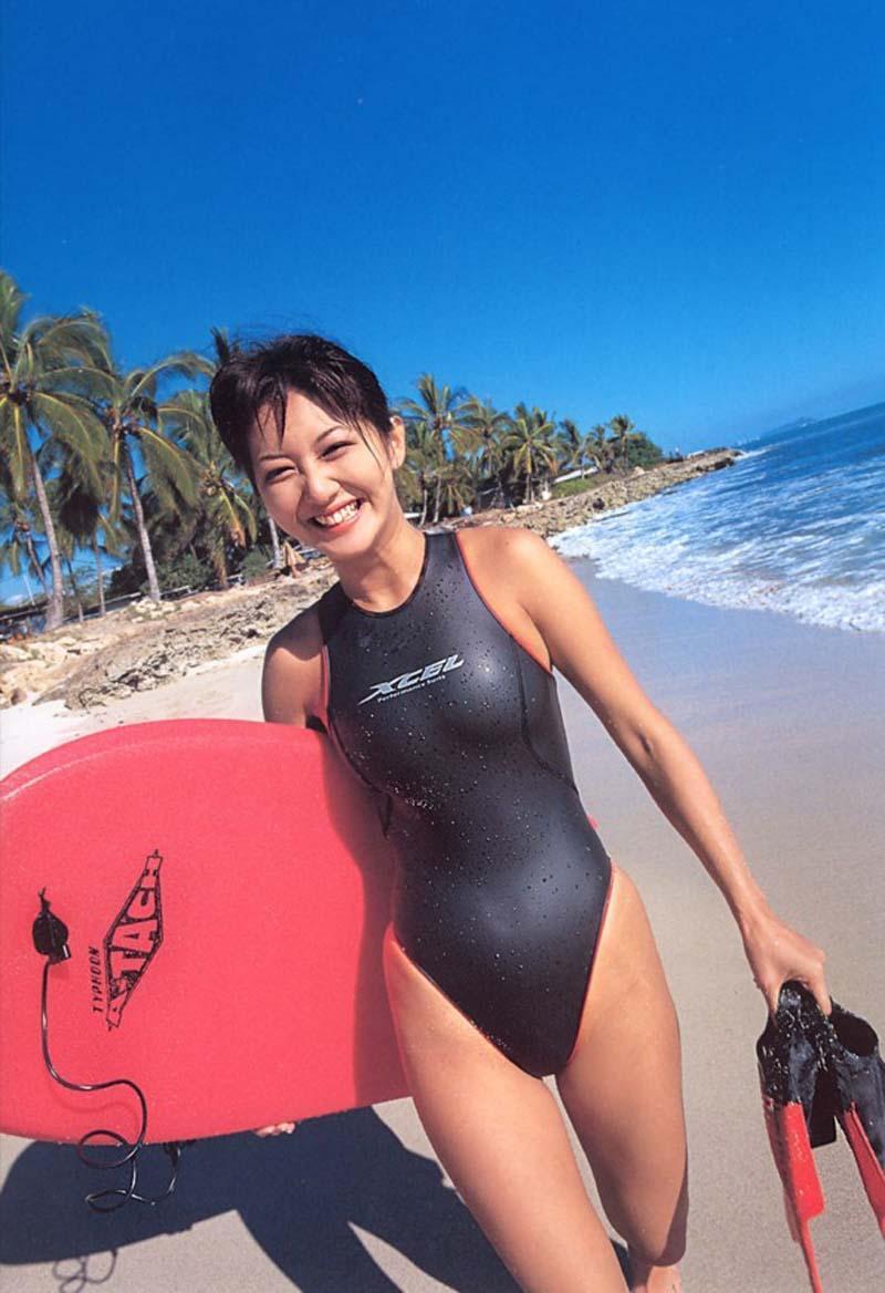 【水着画像】浮いたりハミ出したりしてて卑猥な競泳水着姿www 16