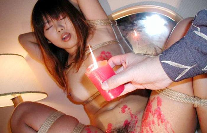 【SM画像】閲覧注意・熱蝋責めを受けて悶えるM女ギャラリー