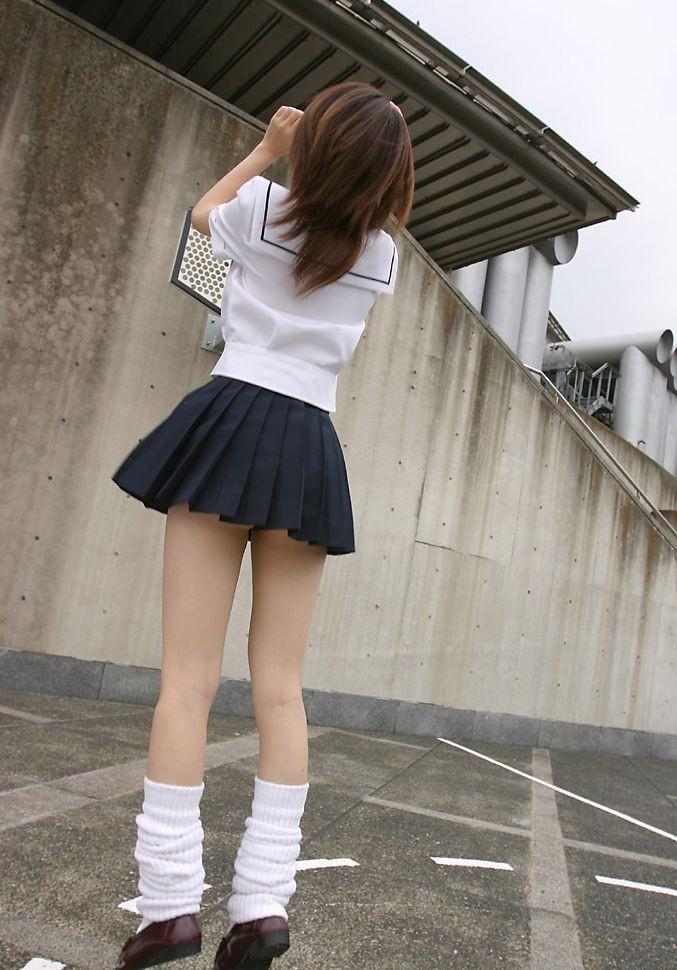 【JKフェチ画像】やっぱりはいてないwww制服JK編 17