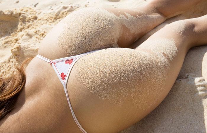 【素人水着画像】海水浴場で見たそそる水着美女を背後から激撮www