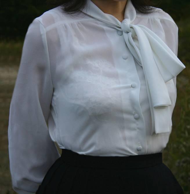 【働く女性のエロ画像】清潔な白ブラウスにそこはかとない卑猥さを感じるギャラリー 04