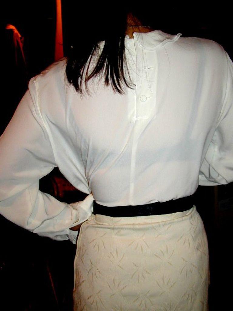 【働く女性のエロ画像】清潔な白ブラウスにそこはかとない卑猥さを感じるギャラリー 06