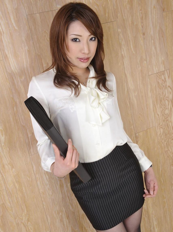 【働く女性のエロ画像】清潔な白ブラウスにそこはかとない卑猥さを感じるギャラリー 08