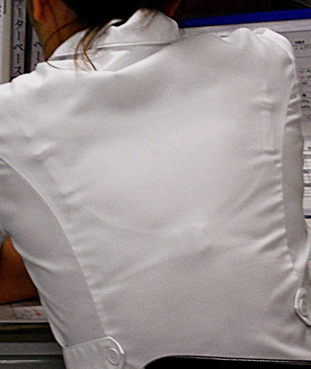 【働く女性のエロ画像】清潔な白ブラウスにそこはかとない卑猥さを感じるギャラリー 12