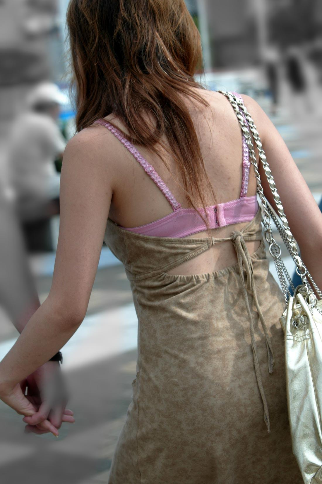 【透け下着画像】うっすらどころか柄まで確認できるイヤらしい透け下着www 12