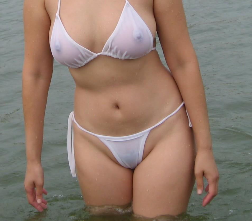 【水着画像】乳首がポチったり透けたりしてるエロ水着姿www 03