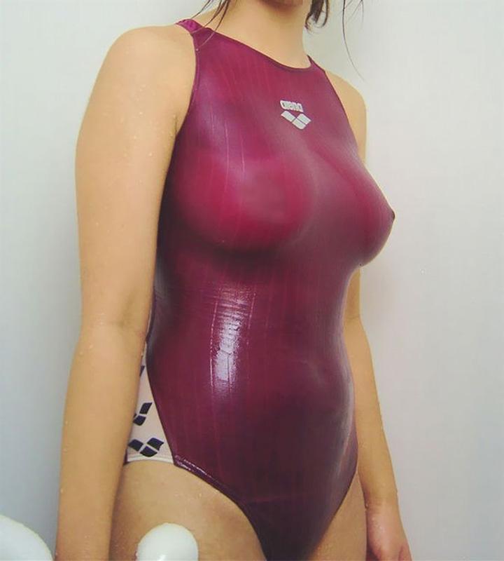 【水着画像】乳首がポチったり透けたりしてるエロ水着姿www 12