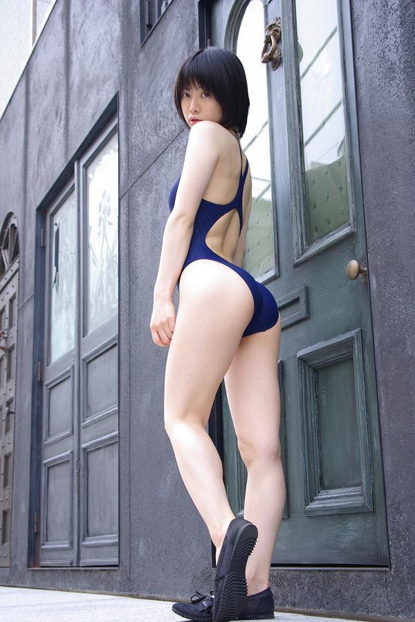 【うしじまいい肉】背後から襲いたくなるカリスマレイヤーのエロ美尻 05